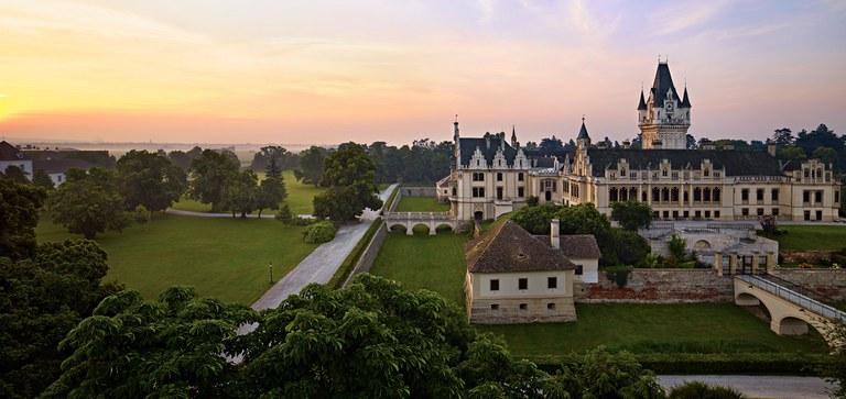 Entdecken Sie Grafenegg, das Schloss, den Park und unsere Spielstätten – Wissenswertes und Hilfreiches, um Ihren Besuch bei uns perfekt planen zu können.