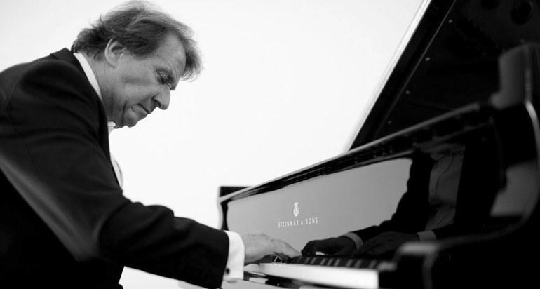 Rudolf Buchbinder · piano © Marco Borggreve