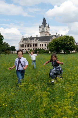 Children on the castle ground © Matthias Hombauer