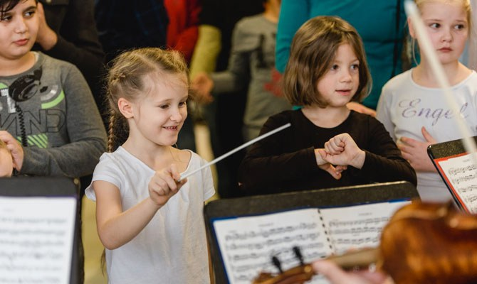 Kids conducting © Marie Bleyer